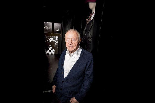 Maurice Renoma, dans la galerie de sa boutique. A voir : « Billard-Costard », ses photos et celles de Benoît Rajau, jusqu'au 23 janvier, 129 bis, rue de la Pompe, Paris XVI
