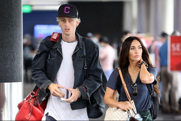 Machine Gun Kelly et Megan Fox à l'aéroport de Los Angeles le 27 juin 2020