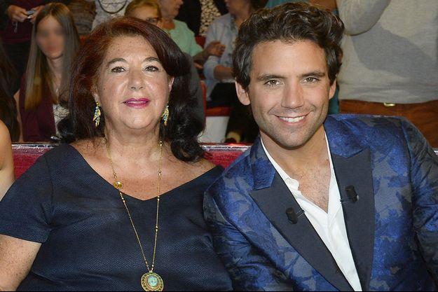 """Mika et sa maman, Joannie, en 2015 sur le plateau de """"Vivement dimanche"""""""