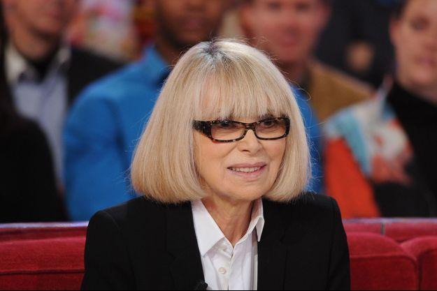 Mireille Darc sur le plateau de Michel Drucker en 2015.