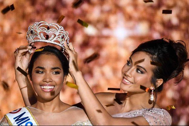 Clémence Botino et Vaimalama Chaves lors de l'élection Miss France 2020.