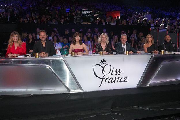 Le jury de l'année dernière : Laëtitia Milot, Christophe Michalak, Mareva Galanter, Amandine Henry (présidente), Denis Brogniart, Vitaa et Slimane