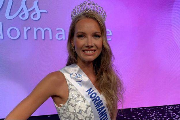 Amandie Petit, Miss Normandie, le soir de son élection à Coutances le 26 septembre 2020