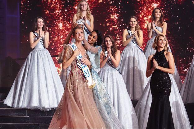 Amandine Petit a été élue Miss France 2021 samedi au Puy-du-Fou.