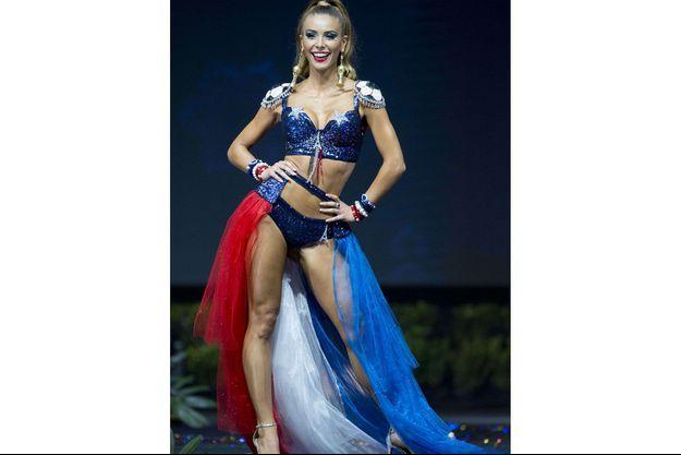 Eva Colas, lors du défilé en costume national à Miss Univers, lundi.