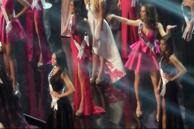 Miss Pays-Bas entourée des autres ambassadrices de beauté à Miss Univers