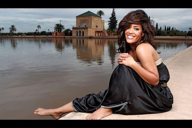 La chanteuse au bord du bassin de la Ménara, le jardin mythique de Marrakech, le 12 novembre.