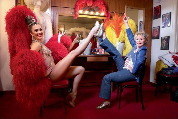 Au Moulin-Rouge, dans la loge de la danseuse Mathilde. En 1952, la star belge avait fait un de ses premiers tours de chant parisien dans le cabaret de la place Blanche.