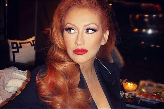 Christina Aguilera rend hommage aux victimes d'Orlando.