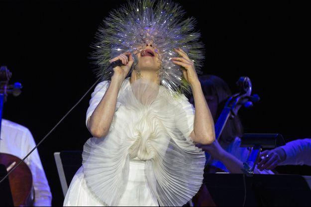 Björk lors d'un concert à New York en mars dernier.