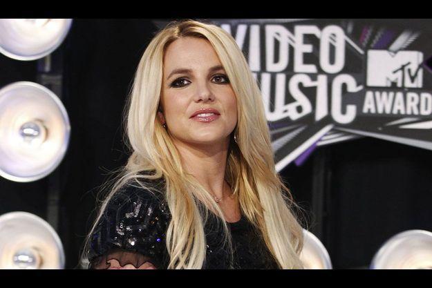 Britney Spears, qui doit à nouveau faire face à la justice, a décidé de reporter son mariage.