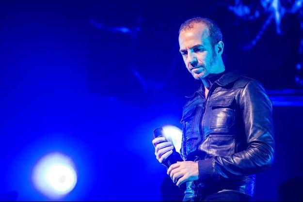 Calogero sur la scène du Palais des Sports à Paris, lors du concert de Florent Pagny, le 1er octobre 2014