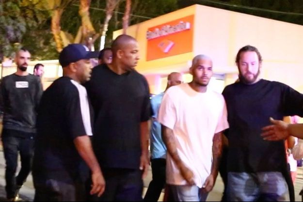 Heureusement, Chris Brown n'a pas été touché par la fusillade et a été évacué rapidement