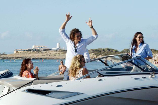 Orlando Bloom passe pourtant d'agréables vacances sur son yacht à Ibiza.