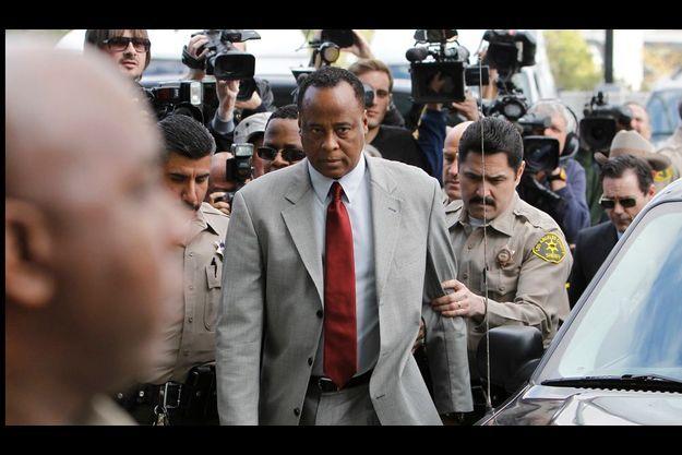 Arrivée du Dr Conrad Murray, lundi 8 février, à la Cour supérieure de Los Angeles.