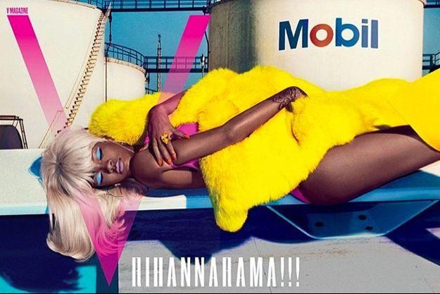 "Rihanna tombe le haut pour le magazine ""V"""