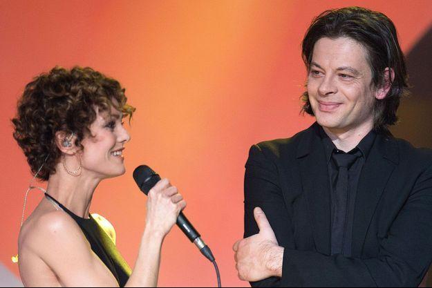 Vanessa Paradis et Benjamin Biolay sont de plus en plus proches depuis la cérémonie des Victoires de la Musique.