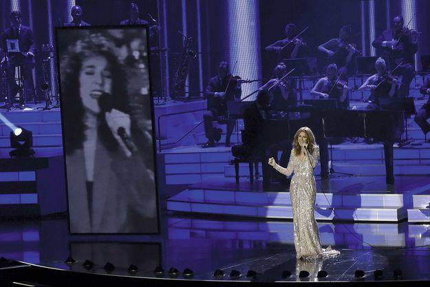 A Las Vegas, le 27 août. Séquence souvenirs avec des images de Céline qui chante « Where Does My Heart Beat Now », en 1990.