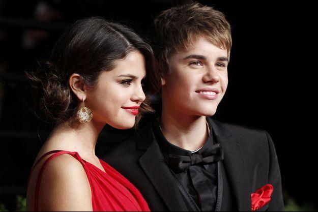 Selena Gomez et Justin Bieber en février 2011, lors de la soirée des Oscars. C'est la première fois que le couple apparaissait en public.