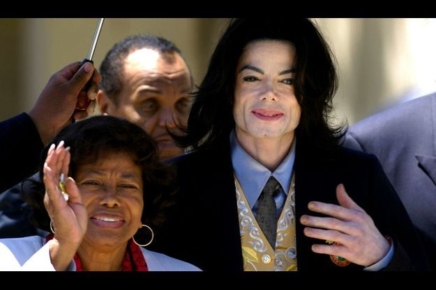 Grâce à un accord avec Debbie Rowe, Katherine Jackson a obtenu la garde de enfants de Michael, comme il l'avait souhaité dans son testament.
