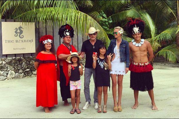 La famille Hallyday accueillie en grandes pompes à Tetiaroa.