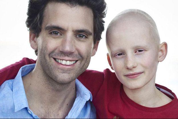Mika rend hommage à Clément.