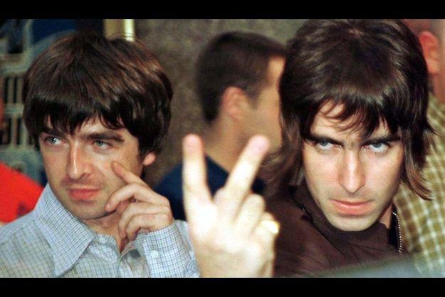 Liam Gallagher (à droite) vient d'attaquer son grand frère Noel en justice.