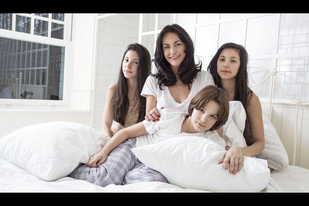 Début janvier, Lio et ses trois derniers enfants, les jumelles Garance (à dr.) et Léa, et Diego, le benjamin de 9 ans, dans une maison de vacances à Alle-sur-Semois, en Belgique. On la retrouvera dans « Tiger Lily » à partir du 30 janvier.