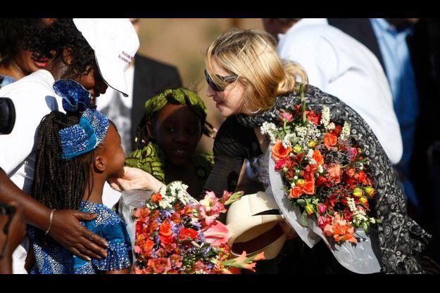 Madonna ne fait pas que des heureux au Malawi.