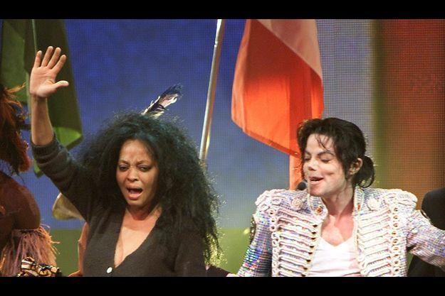 Michael Jackson avec son amie Diana Ross en 2002, au mythique Apollo Theater de Harlem à New York.