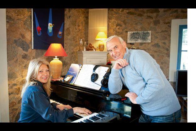 L'admiration, dans leur couple, est réciproque, et Michel joue volontiers le groupie de la pianiste.