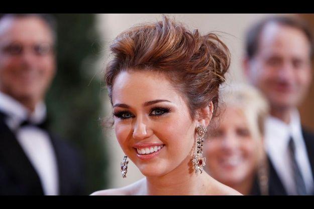 Malgré son côté bien sage, Miley Cyrus est une jeune fille qui aime provoquer.