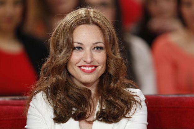 """Natasha St-Pier sur le plateau de l'émission """"Vivement Dimanche"""" en février 2014."""