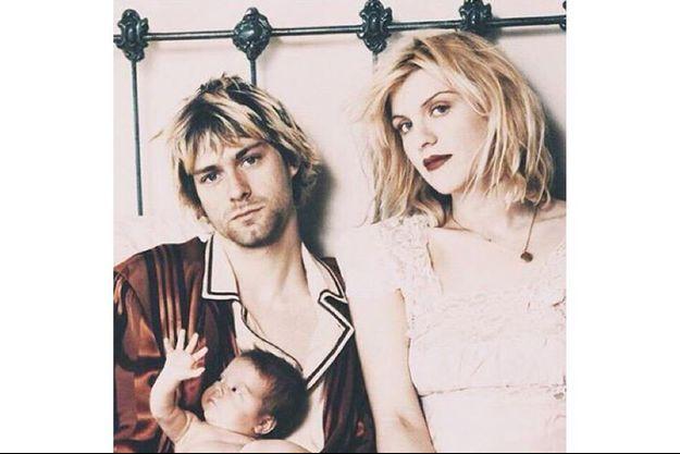 """Courtney Love a posté sur Instagram des mots d'amour pour son époux : """"Mon dieu, Kurt, regarde son visage, à quoi tu pensais ???"""""""