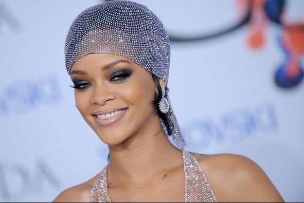 Rihanna, première sur le foot.