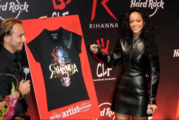 Rihanna au Hard Rock Café de Paris, ce jeudi.