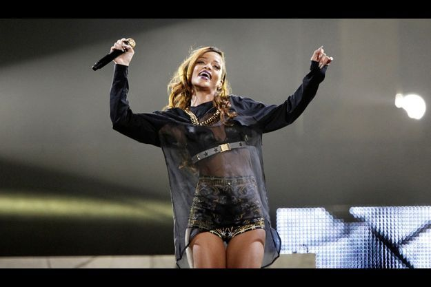 Rihanna, lors d'un concert à Los Angeles, le 8 avril.
