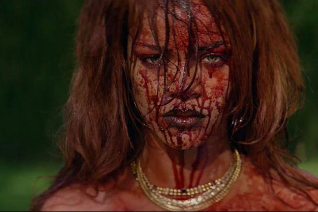 """Après des mois de teasing, Rihanna a dévoilé son dernier clip, """"Bitch Better Have My Money"""""""