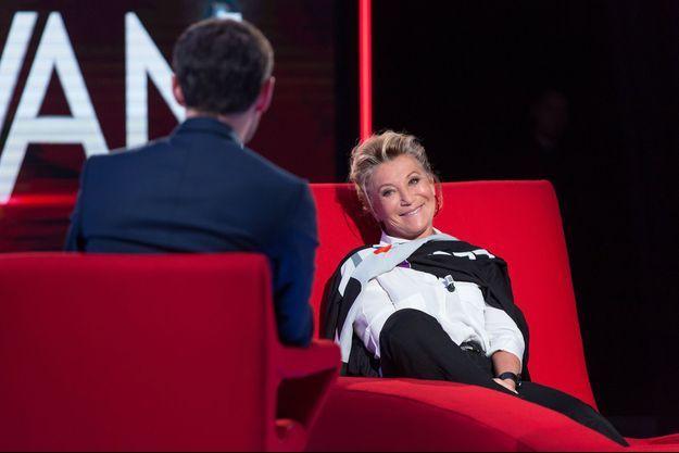 Sheila sur le Divan de Marc-Olivier Fogiel, le 24 mai 2016.
