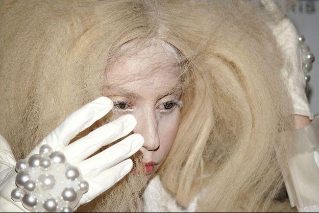 Lady Gaga a expliqué à ses fans les raisons du retard de la sortie de son dernier clip.