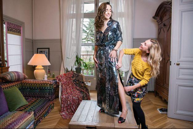 Natalie Dessay et sa fille Neïma Naouri, 19 ans, chez elles, à La Varenne-Saint-Hilaire. Leur maison a été conçue par un des décorateurs de l'Opéra Garnier au XIXe siècle.