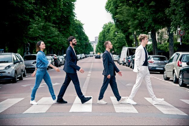 Remake de l'album « Abbey Road » des Beatles, par les quatre plus grands youtubeurs français, près du Jardin d'acclimatation, le 31 mai.
