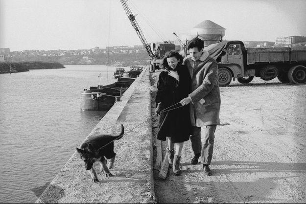 Jean Ferrat et Christine, la mère de Véronique Estel, en 1967.
