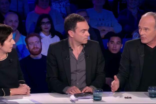 """Christine Angot, Yann Moix et Laurent Baffie sur le plateau d'""""On n'est pas couché"""" samedi."""