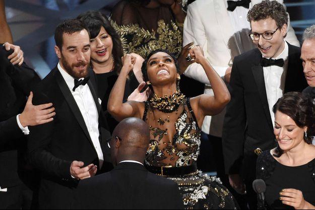 """Janelle Monae et l'équipe du film """"Moonlight"""" remportent l'Oscar du meilleur film (2017)"""