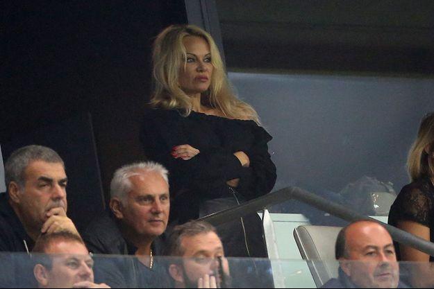 Pamela Anderson dans les tribunes du Vélodrome, dimanche 24 septembre