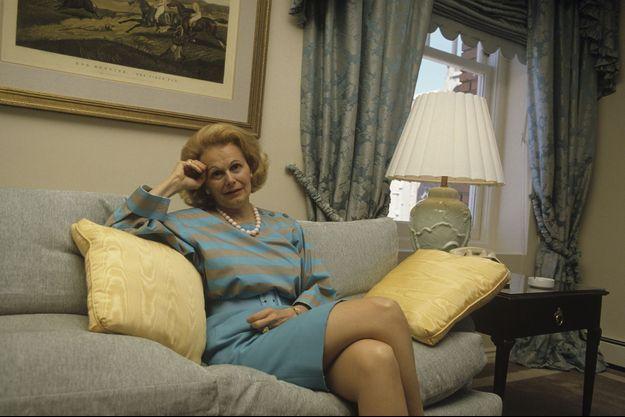 1987, portrait de Joan Quigley, astrologue conseillère régulière du couple présidentiel Nancy et Ronald Reagan.