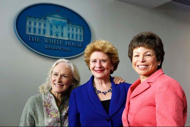 Glenn Close, la sénatrice du Michigan Debbie Stabenow et la conseillère de la Maison Blanche Valerie Jarrett.