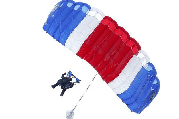 L'ancien président est un féru de saut en parachute.