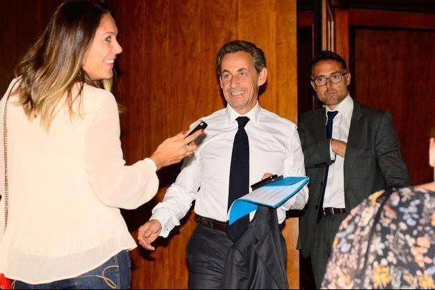 Nicolas Sarkozy arrive au concert de son épouse, Carla Bruni, à Sao Paulo, le 26 août 2015.